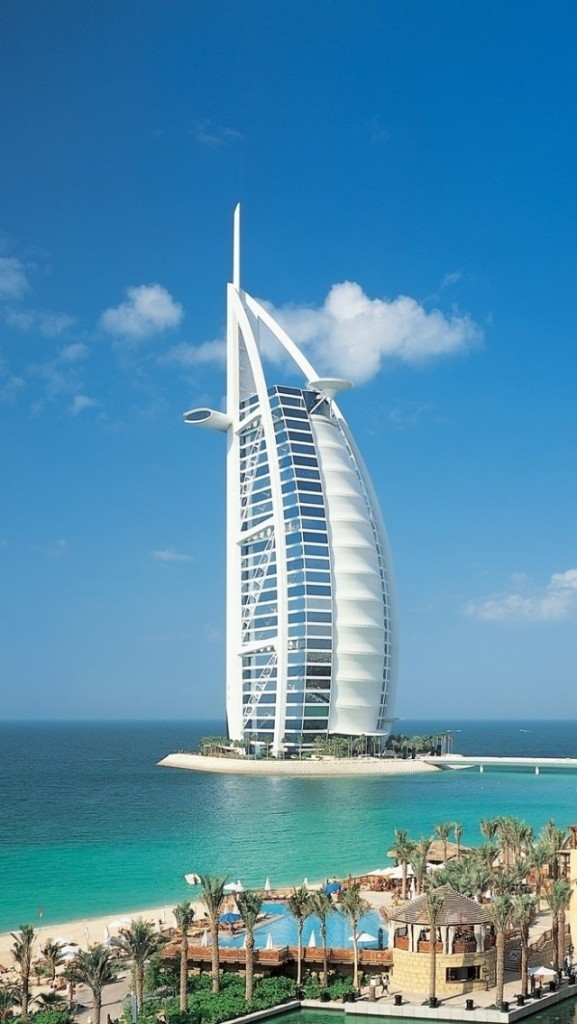 Burj al arab the world 39 s only 7 star hotel jetsetta for The seven star hotel in dubai